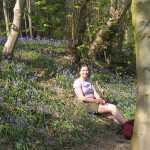 en natuurlijk moest ik zittend tussen de bluebells op de foto